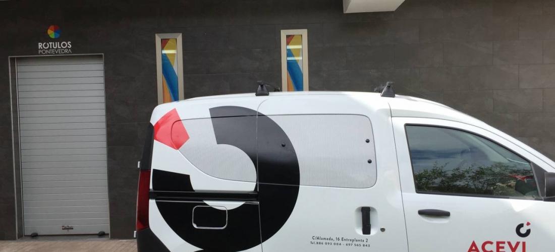 Rotulación furgoneta con vinilo digital y de corte