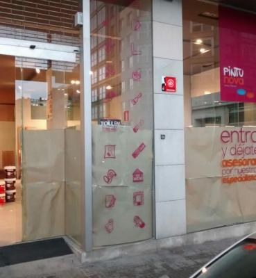 Decoración cristales escaparate tienda PintuNova