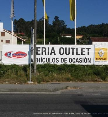 Lona publicitaria sobre valla de cierre Renault