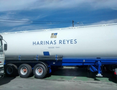 Rotulación Cisterna Camión Harinas Reyes
