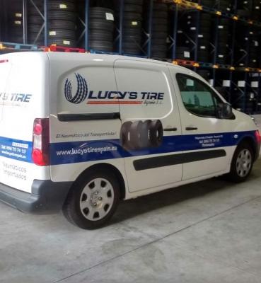 Rotulación de furgoneta Lucy's Tire