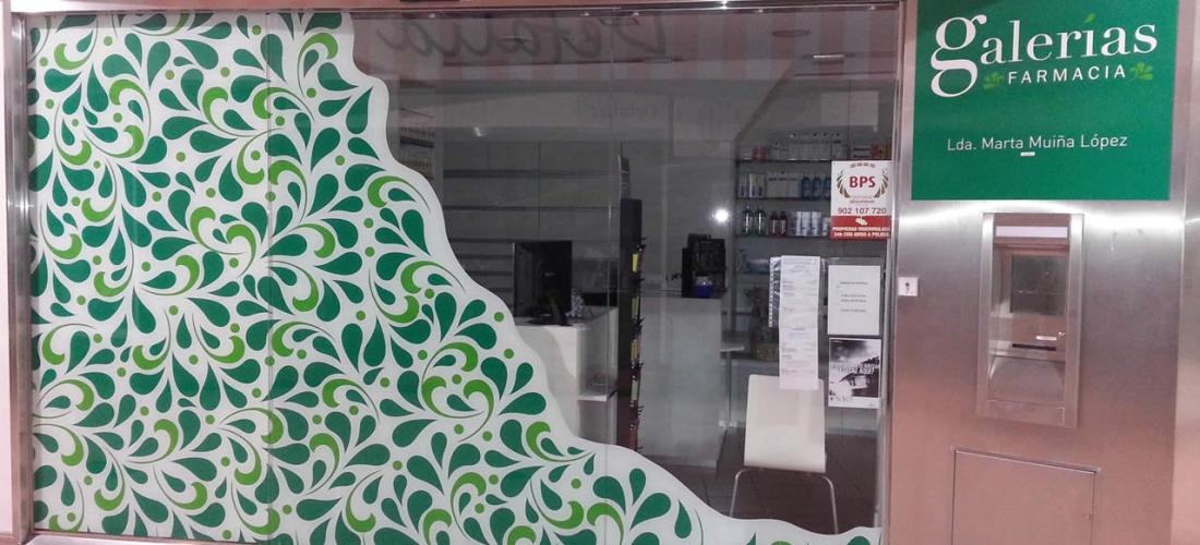 Vinilo de corte decorativo cristalera Farmacia Galerías